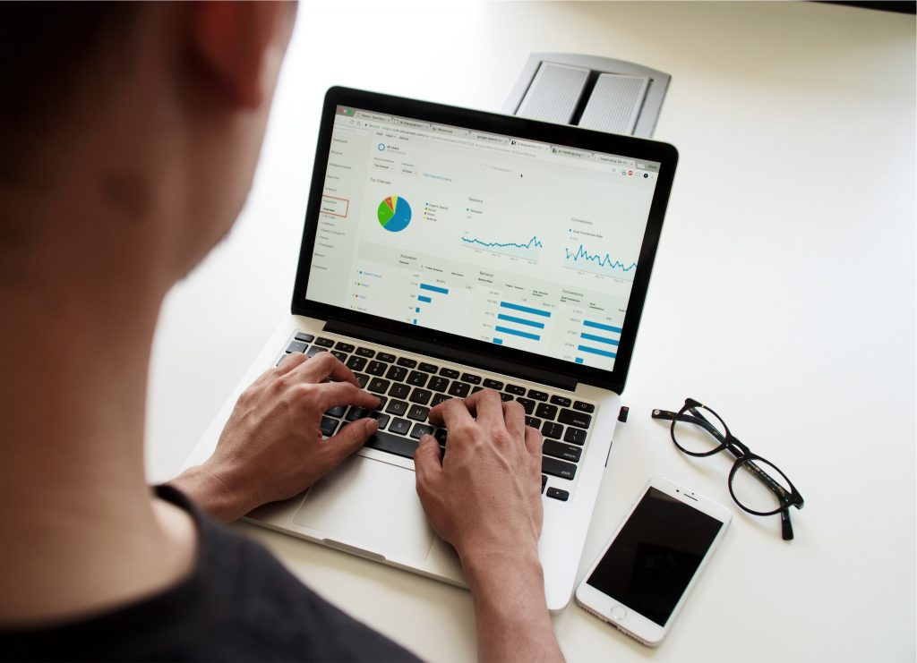 Data-analysis-consultant-working-on-laptop